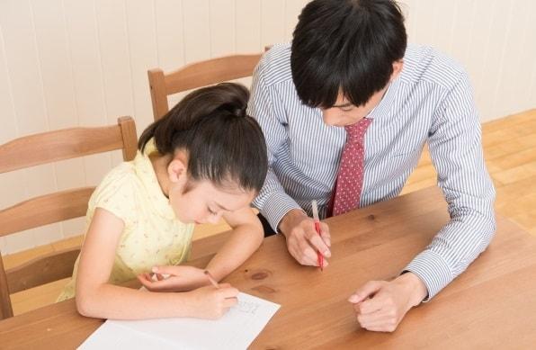 家庭教師をして小学生に勉強を教える